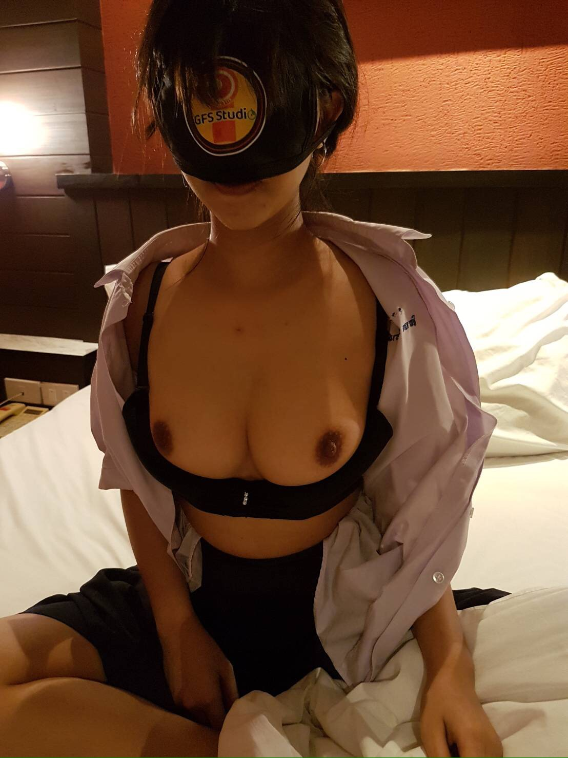 Porn XXX Thai คลิปแจ้งเกิดเรื่องแรกของ นักเรียนชุดมอปลาย เซ็กซี่ระดับตำนาน โชว์หน้าอกผ่านสื่อ RO89