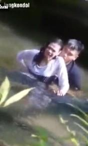 คริปโป้แอบถ่าย เสี่ยเอ็มกำลังเย่อร์กิ๊กสาว ที่น้ำตกบัวตอง เย็ดแตกไวชิบหายเสือกแตกในโดนด่าเป็นชุด ซับไทย