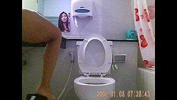 เห็นชัดๆ หีพริตตี้แต่งตัวในห้องน้ำที่มอเตอร์โชว์ xxx v.2 เด็ดหีขาวนมโตหุ่นดี นั่งฉี่แล้วเห็นน้องสาวร่องจิ๋มอันน่าเย็ด