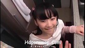 Japanese สาววัยทีนโดนพี่ชายตัวเองหลอกให้อมนกเขาให้ ก่อนจะโดนเอาควยยัดหีของเธอ หีน้องอย่างฟิต เย็ดเกือบไม่เข้า