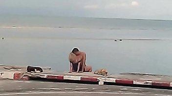 แอบถ่ายฝรั่งเอากันชายหาดที่เกาะสมุย เป็นข่าว Khoasod บอกว่าเมาเลยมาขอโทษ แต่อดไม่ได้ ต้องเสียบควยเข้าหี
