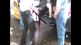 คลิปฟรี เรียงคิวเย็ดหีสาวตูดใหญ่ท้ายรถ ยืนชักควยรอได้เลยหนุ่มๆต่อคิวกันมาเย็ดได้ตามสบาย หีหนูรับควยได้เป็น10 ดุ้น