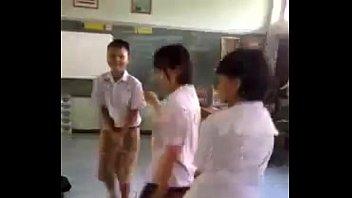 คลิปหลุดจากเฟส Thai sexy เด็กนักเรียนมัธยมมอต้น LIVE FACEBOOK 18 คาห้องเรียนช่วงพักเที่ยง คนดูเกือบล้าววิว