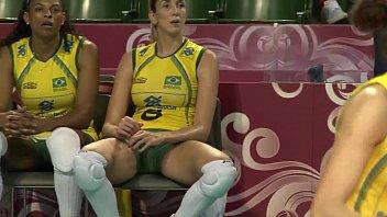 คลิปหลุดเด็ดๆส่องหีนักวอลเลย์บอลหญิงทีมชาติบราซิล ไทซา เมเนเกวส กางเกงรัดหีเห็นแคมชัดๆหีแม่ใหญ่มากกกก