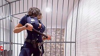 หนังโป๊ฝรั่งเต็มเรื่อง VR PORN ตำรวจสาวหีเหล็กรับจ้างขายตัวให้พวกนักโทษรุ่นใหญ่ กินน้ำว่าวให้ก่อนนั่งเทียนจนแตกคารู
