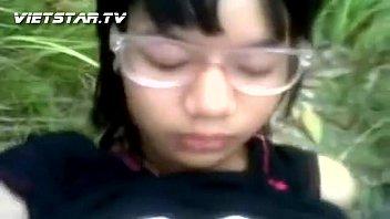คลิปหลุดน้องแว่น นักเรียนมัธยม.ปลาย สาวลาวแท้ๆ แอบมาทำการบ้านกับกิ๊กหนุ่มรุ่นพี่ม.6กันในป่า ครางเสียงไทยซะด้วย