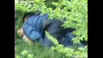 ไม่มีที่เย็ดกันแล้วหรือไง!!พาควยมาบุกหีถึงในป่าลึกนอนเย็ดกันสบายใจหารู้ไม่มีคนแอบถ่ายคลิปอยู่นะ