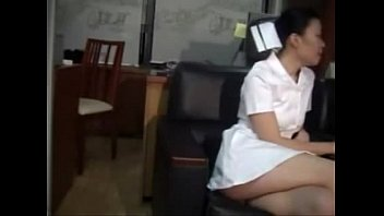 xxxxพยาบาลสาวไทยแท้ๆ ชิมน้ำสลัดให้คุณหมอซะเต็มปากคาชุดยูนอฟอร์มก่อนขึ้นนั่งเทียนใส่ซะเต็มเครื่องแบบเงี่ยนๆ