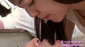เล่นน้ำลายกับผัวเลยหรอน้อง!!รวมคลิปเด็ดสาวญี่ปุ่นใช้ลิ้นเก่งดูดปากแลกลิ้นhandjobเมามันส์ดูแล้วควยแน่แข็งหาที่ลงด่วนๆ