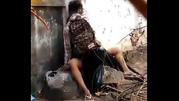 หนุ่มพม่าเย็ดสั่งลาแฟนสาว porn outdoor นั่งเอากันบนโขดหินชุดมันก็ไม่ถอดซอยหีโคตรนานสงสัยเย็ดตุนไว้แน่เลย