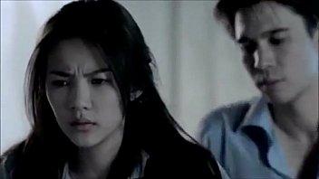 """หนังไทยอีโรติกสามมิติ """"น้ำมันพราย""""เลิฟซีนเดือดกิ๊บซี่-แมทธิวเย็ดกันบนเตียงสีขาวเย็ดได้หื่นมากๆเสียงครางกิ๊บซี่ชวนเงี่ยนหัวควย"""