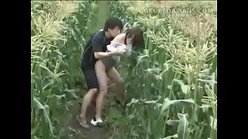 หนังโป้AVฉุดสาวขายประกันมาเย็ดในป่าข้าวโพดคนยิ่งเงี่ยนๆไม่ได้เย็ดหีมานานเจอแบบนี้ขอเย็ดสักดอก