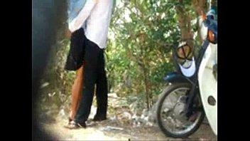 โป๊ไลฟ์สดเด็ก กศน.พระยาสุเรนท์เย็ดกันก่อนเข้าเรียนจอดรถมอไซด์ยืนเอากันข้างป่าถกกระโปรงเย็ดกันเสียงเด้าหีดังไกลมาถึงนี้