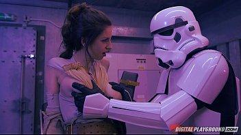 Star Wars XXX หนังโป๊เลียนแบบ จับเย็ดอย่างเถื่อนซอยหีเต็มกำลังเด้ากันบนเตียงโคตรมันส์ ผลัดกันกันรุกผลัดกันรับดุเดือด