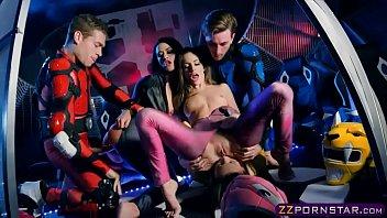 รวมแก๊งเย็ดหมู่ Power Rangers Xxx สวิงกิ้งแลกคู่เย็ดไล่ขย่มควยทีละคน เย็ดหีโคตรแรงกระเด้าแต่ละดอกผู้หญิงร้องแหกปากลั่นอ่ะ