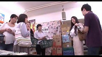เจ้านายที่รัก!! Hitomi Tanaka โดนบอดี้การ์ดส่วนตัวหักหลังบังคับข่มขืนซะแล้ว หนังโป๊ญี่ปุ่นเรื่องยาว พลาดท่าอยู่ด้วยกันสองต่อสองเลยโดนปี้คาโต๊ะทำงานซะร้องไห้เลย
