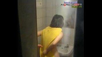 คลิปหลุดดังๆถ้ำมองน้องสาวอาบน้ำ พี่ชายวัย18เกิดเงี่ยนอยากชักว่าวเลยไปแอบดูน้องสาวแก้ผ้าอาบน้ำมือชักว่าวรูดขึ้นรูดลงตอนน้องเอาสบู่ถูหี ชักจนเสียวพ่นน้ำแบ้นออกมา