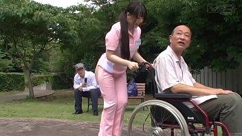 Japanese xxคนแก่พิการสุดลามกจ้างสาวพยาบาลเอวีส่วนตัวเข็นรถเที่ยวสวนสาธารณะ นึกเงี่ยนควยไม่แข็งขอแค่ได้จูปปากและแก้ผ้าให้ดูแค่นี้ก็หายเงี่ยนแล้ว