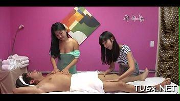 Asian Massage เสียวไปกับสาวสปาเอเชีย รับงานแซนวิสกับลูกค้าญี่ปุ่นที่มานวดสปา นวดเสร็จควยดันแข็งเลยให้ทิปพิเศษขอนาบต่อเนื่องแบบสวิงกิ้งAVต่อเลย