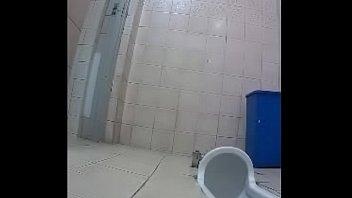 คลิปนักศึกษาจีนนั่งฉี่ในห้องน้ำมหาลัย หีหอมเหลือเกินแม่คุณทูลหัวถึงกับมีมือดี xxxแอบถ่ายหีในห้องน้ำ ขนาดนั่งเยี่ยวยังเซ็กซี่เลย