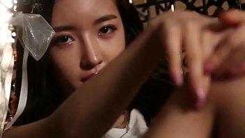 สาวเซ็กซี่จากกราเวียร์ไอดอลสู่ตลาดหนังโป๊เอวีญี่ปุ่น AV IDOL ถ่ายนู้ดแบบถอดหมดเห็นส่วนเว้าส่วนโค้งทุกซอกทุกมุม ช่วงล่างฟิตเปี๊ยะน่าเย็ดทุกจุด