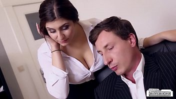วิดิโอโป๊ BUMS BUERO บอสสายเก็บแต้มเรียกเลขาคนใหม่ชาวเยอรมันมาติวการบ้านคาห้องทำงาน Pornเย็ดต้อนรับตำแหน่งพิเศษเป็นทั้งเมียเก็บและคู่ปรับบนเตียง