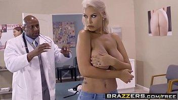 หมอนิโกร Doctor เห็นคนไข้นมโตไม่ได้เลย ชอบเอามือไปจับเอาปากไปดูดเลยขอเย็ดซะเลยทนความเงี่ยนไม่ไหวแล้ว
