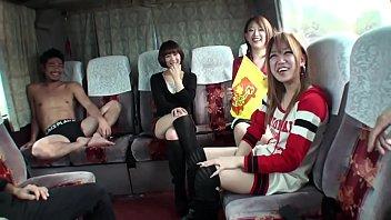 หนุ่มสาวนักศึกษาเจแปนจัดทริปเซ็กซ์หมู่ในรถบัส Japanese Sex Bus แต่ละคนโครตแจ่มเลือกไม่ถูกเลยว่าจะเย็ดใครดี หีสวยแทบทุกคนที่สำคัญเอาใจเก่งซะด้วย