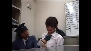 รปภ.หื่น หลอกข่มขืนนักเรียนญี่ปุ่น จับแหกหีกระแทกไม่ยั้งคาห้องทำงาน รูหีแน่นมากเย็ดเหมือนเปิดซิงเลย น้ำหีไหลจนต้องกระแทกไม่หยุด