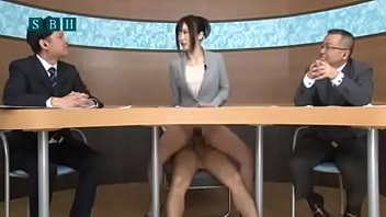 seedmov18นักข่าวสาวญี่ปุ่นโดนเย็ดตอนกำลังอ่านข่าวหน้าทีวี เสียงสั่นๆเหมือนกำลังฟินหีเบาๆบางจังหวะมีเสียงครางเล็ดลอดออกมา ทั้งเสียวทั้งฟินตื่นเต้นอธิบายไม่ถูกจริงๆนะ