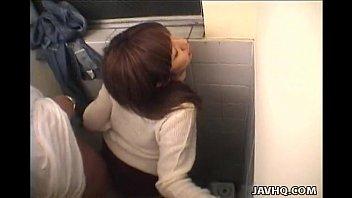 หลอกเย็ดสาวอ็อฟฟิศกรุงเจแปน หุ่นเป๊ะเอวดียิ่งกว่านางแบบAVญี่ปุ่น โดนพนักงานส่งพัสดุหลอกซั่มหีคาห้องน้ำด้วยท่าเย็ดที่โครตเสียวหี