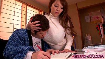 ติวการบ้านกับดาวโป๊สุดเอ็กซ์อย่าง Hitomi Tanaka นักแสดงAVคนดัง นมโตเท่าหัวเด็กงานนี้คงต้องขอทดสอบวิชาเพศสัมพันธ์กับเธอซะแล้ว