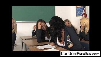 หนังโป๊ฝรั่งเป็นเรื่อง นักเรียนที่นี้มีวิชาเพศศึกษาซะด้วยเย็ดกันในห้องเรียนซะด้วยเด็ดๆจริงๆอาจาร์ยนี้ตัวดีเลย