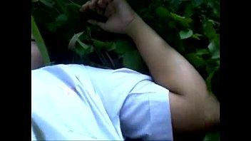 เด็กม.ต้น เอกชนชื่อดัง โดนรุ่นพี่พามาเปิดซิงในป่า เย้ดกันบนพื้นหญ้า ขย่มควยครั้งแรกเสียวดีไหมน้อง