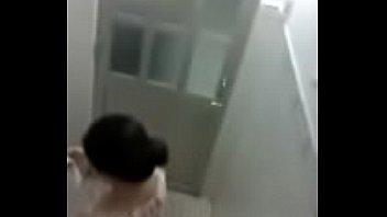 แอบส่องหีลูกสาวเจ้าของค่ายมวยสากล xxxในห้องน้ำ เอวดีเป็นเว้า กรีบหีอูมสวย ดูยังไงก็เพลิดเพลินตาพาเงี่ยนจนซะอยากจะเอาควยเข้าไปสัมผัสหีลูกนักเลงซะเหลือเกิน