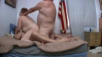 หนังโป้ค่าย Pork Vendor เอาคนอ้วนมาเย้ดกัน จัด threesome ทั้งหีและตูด เย้ดพร้อมกันจนขาเตียงสั่น