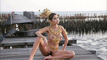 ถ่ายแบบโป้ที่บางขุนเทียน Thai Nude Model ไม่รู้ว่าหีนางแบบกับทะเล อะไรเค็มกว่ากัน นั่งอ้าหีเป็นนางแบบ สวยน่าเย็ด