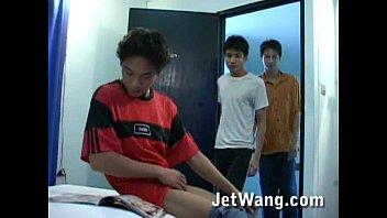 กะเทยเอเชีย โทรเรียกเพื่อนมาเย็ดในหอ Asian Gay เขี่ยควยเพื่อนเพลินมือ เสียวได้ที่ก็เริ่มเย็ด ใครชอบสไตล์เกย์ห้ามพลาด