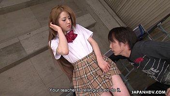 AVHDเย็ดสาวญี่ปุ่นคาชุดนักเรียนกระโปรงลายสก๊อต เลียหีสดไม่เซ็นเซอร์เห็นควยจิ้มหีกันจะจะ ดูกันควยแฉะน้ำเงี่ยนไหลเต็มควยแน่นอน