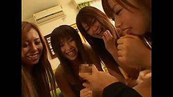 หนังโป้วัยรุ่น Group sex นักศึกษาเปิดห้องเย็ดหมู่ 4สาวช่วยกันโม้กควยอันเดียว ผลัดกันขึ้นขย่มทั้งกลุ่ม ดูหนังโป้เย็ดมันro89