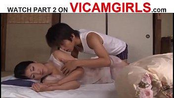 งานโป๊ญี่ปุ่น Mother Porn ลูกชายแท้ๆแอบมาเย็ดตอนหลับ ติ้วหีแม่แล้วดูดนม หน้าอย่างเสียว โดนควยลูกชายดิ้นตอนเย็ดไม่หยุด