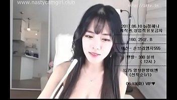 เว็บแคมกำลังฮิตในเกาหลี Cute Korean ขาวสวยนมใหญ่หีเนียนละเอียดยิบ ไลฟ์สด18+ แบบนี้ชวนคนมาเย็ดที่คอนโด น่าสวนหีให้พัง