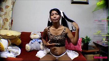 แคสติ้งเด็กไทยเล่นหนังโป๊ Teen Thai ความเงี่ยนทำให้เธอคันหี โม้กควยตากล้องไม่พอ จับควยไปเย็ดเองเลย เสียบหีเข้าไปร้องครางดังลั่น