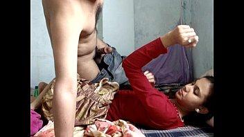 แขกอินเดียเขาว่าเย็ดเก่ง Indian Porn ชวนเมียไลฟ์18+ โชว์เย็ดโยกควยในหี เมียบอกยิ่งซอยยิ่งเงี่ยน น้ำแตกในใส่หีเต็มรู