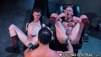 Hardcore Gay โหดกว่านี้ไม่มีอีกแล้ว เย็ดเกย์มานาน จับมาขยายตูด เอามือยัดเข้าไปจนตูดบาน มาทีเดียว2ตูดก็ยังไหว