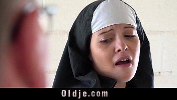 หนังโป๊ล่าสุด The nun กระแสมาใหม่ของหนังxแม่ชี เปิดโบสถ์รับงานโป๊เย็ดกับเฒ่าแก่ หื่นกาม บ้าเย็ด เด้าหีแต่ละท่าเสียวหีแทนเลย