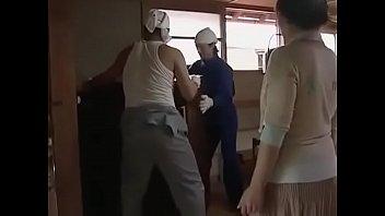 หนังav ผัวไม่อยู่ก็เย้ดกับคนงานก่อสร้าง กระดอญี่ปุ่นใหญ่ๆแอบมาเย็ดกันในบ้าน อ่อยจนโดนจับลงแขก คุณนายร่านต้องโดนเย็ด