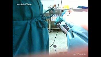 หมอจีนโดนแอบถ่ายตอนกำลังเย็ดคนไข้ในห้องตรวจ นอนถ่างหีบนขาหยั่งเอาควยมาแทงหีเฉยเลย คนไข้นอนเสียวหีไปสิ