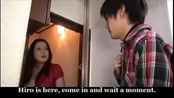 หนังญี่ปุ่น MILF ลูกชายนอนควยแข็ง แม่เข้ามาลักหลับโม้กควย เอานิ้วเขี่ยหีเสียวๆจนต้องขย่มควยลูกชายตอนหลับ