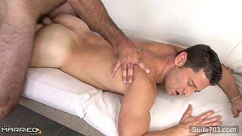 Sexเย็ดกับเกย์รุ่นใหญ่ ฝรั่งหุ่นล่ำชอบเย็ดซาดิส เอาเกย์ควยใหญ่มากระเด้าตูดสด นั่งยองๆโยกควย